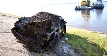 Arabalarının İçinde Nehrin Dibinde Bulundu!