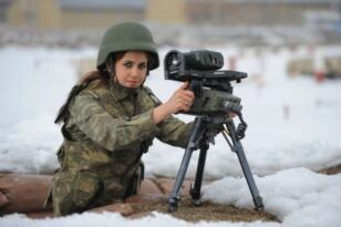 Kadınlara zorunlu askerlik yükümlülüğü getirildi.