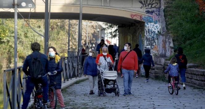 İtalya'da son 24 saatte 32 bin 616 yeni vaka