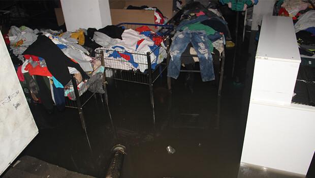 Şanlıurfa'da ev ve iş yerlerini su bastı