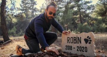 Üniversite öğrencisi ölen köpeğine kampüste mezar yaptı